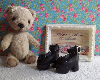 Black platform shoes for Blythe and Pure Neemo