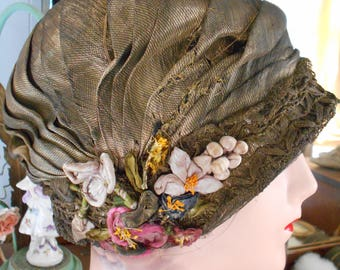 Beautiful 1920's Flapper/Great Gatsby/Downton Abbey  Gold Threaded Lame Helmet Cloche/Hat with Ribbonwork Flowers