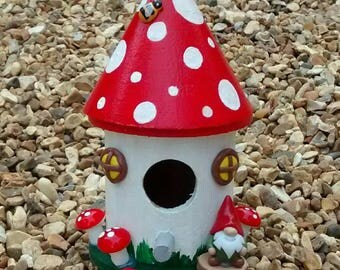 Cute decorative toadstool house with gnome /bird nesting box. (Red)