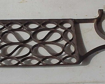 Vintage Treadle Cast Iron Foot Pedal, with a Loopy Design, Sewing, Craft Project, Supply, Countryside, Home Decor, Steampunk, Old, Antique