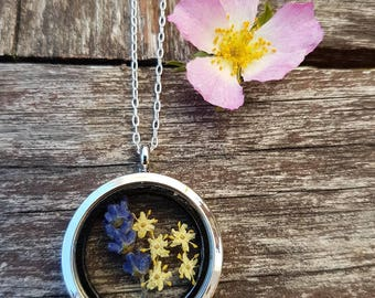 Shabby chic Lavender necklace, lavender and elder flowers, dried flowers