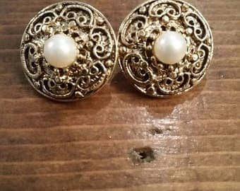 Faux Pearl Filagree Round Clip On Earrings
