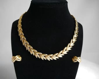 Gold Laurel Leaf Herringbone Necklace with Matching Clip 2 Tone Earrings, Vintage 80's Style
