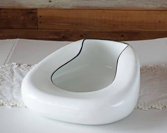 Vintage white enamelware bedpan - Bed pan - Potty - Hospital - Camping - Planter - Medical artifact