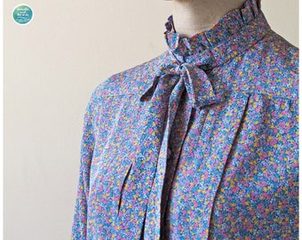 Vintage Perfectly Imperfect Floral Crop Blouse | Size S M | 70s Ruffle Collar Bow Neck Secretary Blouse | breathe and let it be