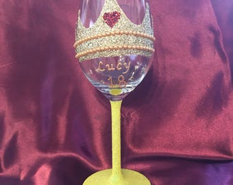 White wine glass with glitter crown/tiara design can be personalised