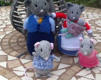Hand knitted mice, Little grey Mama and Papa mouse and family, soft toy, knitted mice,handmade, Ready to Ship
