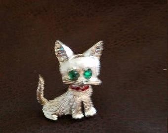 Vintage green eyed cat brooch with rhinestones