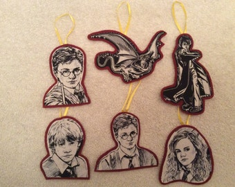 Harry Potter Ornaments-Set of 6-Harry, Hermione and Ron!! Maroon background!