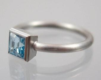 Weißgold Ring 585/- Topas Carrée blau Gr. 53  Unikat Goldschmiedearbeit Meisterarbeit