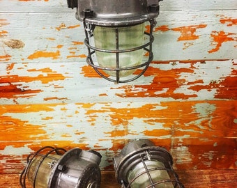 Industrial explosion proof pendant light