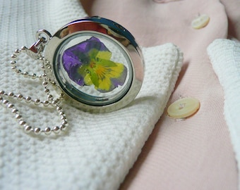 Pansy Flower Necklace