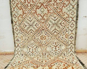 Old carpet beni'ouire with abstract pattern