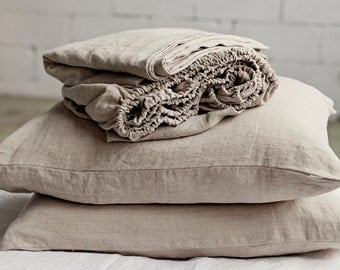 Stonewashed linen sheet set of 4 pieces (fitted sheet, flat sheet, and 2 pillow cases) in natural linen colour.