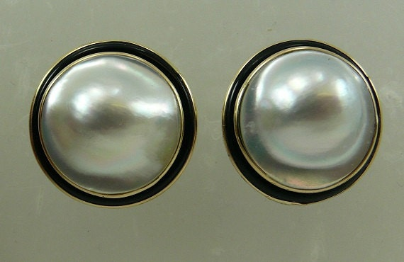 Mabe 20.0 mm White Pearl Earring with Black Onyx and 14k Yellow Gold Omega Backs