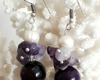White pearls, amethyst and Silver earrings
