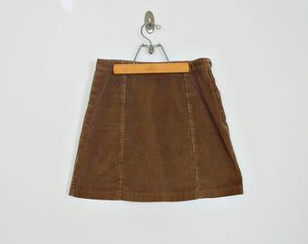 Vintage minimalist corduroy A-line mini skirt // Size S