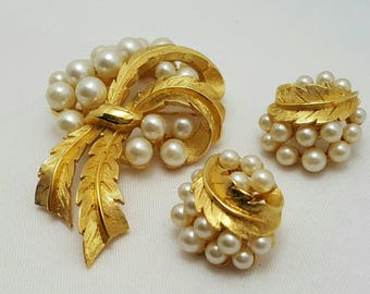 TRIFARI Brushed Gold And Pearls Set (reserved)