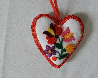 Textil heart hanging, ornament with Kalocsa embroidery, kalocsai heart