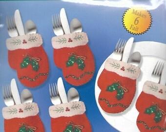 """Design Works """"Silverware Mittens"""" felt applique silverware pockets kit #5359"""