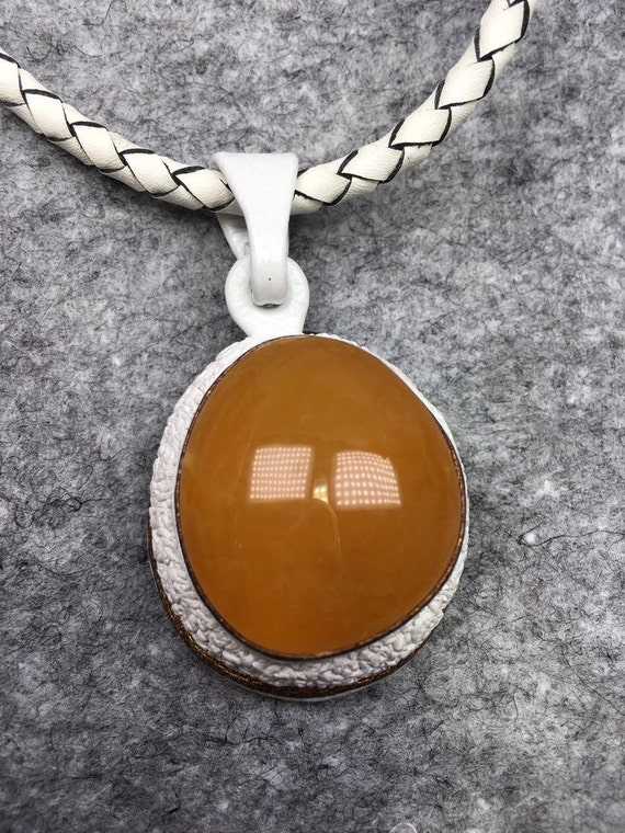 Natural honey amber with leather chain