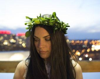 Fresh green leaf flower crown