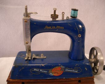 Artcraft Metal Toy Sewing Machine