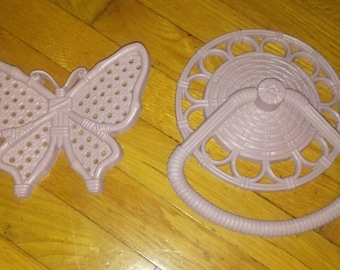 Homco vintage 1970 towel rack with butterfly decor