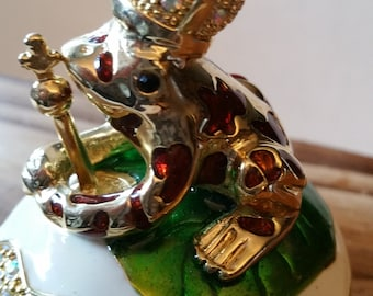 Price frog with a crown, metal box
