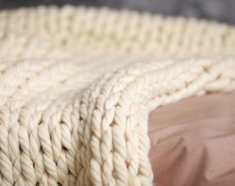 couverture jeter en tricot de laine pompon couverture. Black Bedroom Furniture Sets. Home Design Ideas