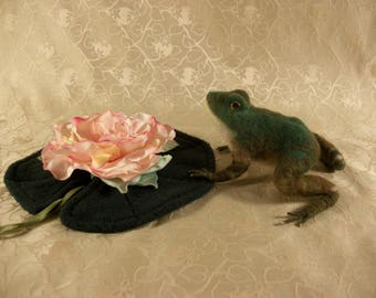 Needle Felted Frog,Frog with Lily Pad, Felted Frog