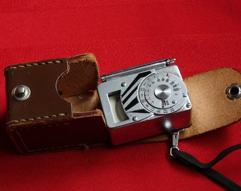 Konica Konishiroku 10663 Light/Exposure Meter with Lariat and Leather Case