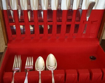 1938 Lido Silverplate Flatware Set by Wm A. Rogers 41 pieces With Storage  Chest