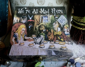 Alice in Wonderland Jewellery Box. Alice in Wonderland Trinket Box. Contenitore di monili. Trinket Box. Scatola decorativa. Keepsake Box. Scatola di legno.