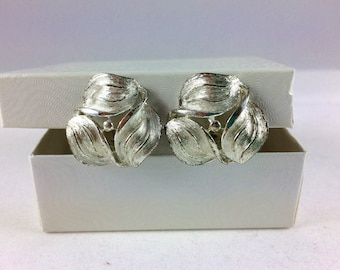 Vintage Clip On Earrings - 1980s Silver Floral Clips - Retro Gift for Her - Mother's Day - Estate Jewelry