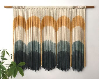 "Dip-dyed Wallhanging ""Retro Arches"""
