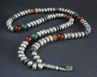 Antique saharauian silver, agate & amber beads. Morocco