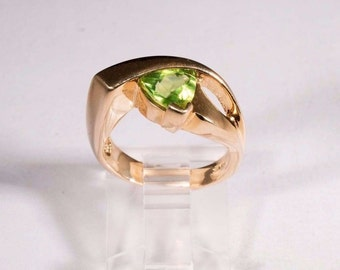 14K Yellow Gold Peridot Ring, size 5.5