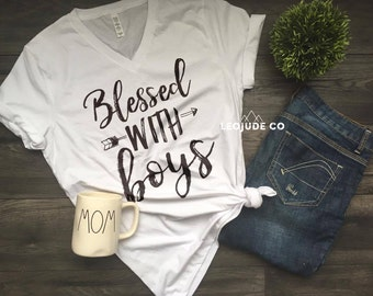 BLESSED WITH BOYS © - Feminine effortless t-shirt for woman,trendy tees for moms,super soft, silkscreen, mom, mother, of boys, boy mom