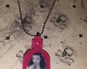 Vampira Pink Glitter Necklace