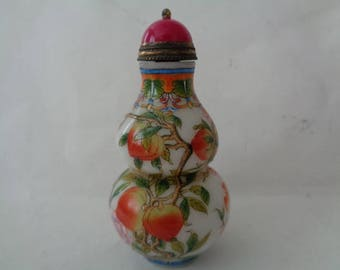 Chinese Snuff bottle depicting scenes of peaches