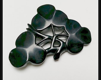 Very large Antique mourning Whitby jet clover leaf brooch or pin