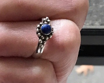 Cute, smaller sized, sterling ring. Size 5 1/4, # 259