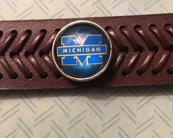Michigan University Wolverines 18mm Interchangeable Snap on a Genuine Leather Snap Bracelet - Adjustable
