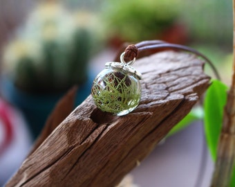 floral necklace ball resin lichen and grains of filaos nature