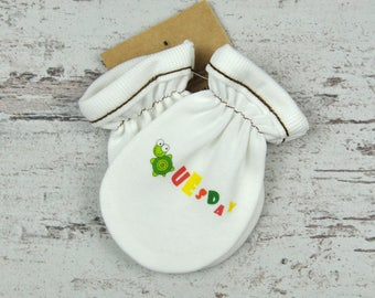 Monogrammed Gloves, White Baby Mittens, Baby Fashion, Minimalist Gloves, Printed Mittens, Baby Shower Gift, No Scratch Mittens