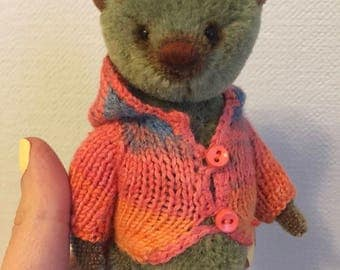 "Green Bear, 5,1"" inches"