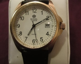 Gents Royal London classiic watch model T31 with black non alregic strap   AS NEW!
