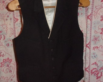 nice little old black vest,