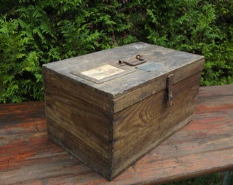 """Old chest trunk wood nameplate on the cover """"Coste Maurice"""" in the box is engraved the name of Lulu"""